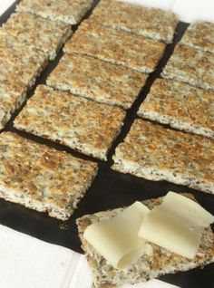 Cottage cheese bread (no flour), recipe in swedish Dinner Party Menu, Dinner Party Recipes, Lunch Recipes, Beef Recipes, Breakfast Recipes, Tofu Marinade, Jamie Oliver Comfort Food, Clean Eating Salate, Wellington Food