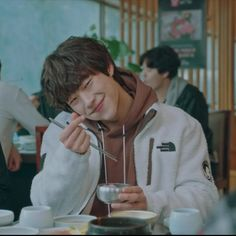 𝓒𝓲𝓽𝓪𝓷𝓭𝓸 𝓓𝓸𝓻𝓪𝓶𝓪𝓼 — 𝙳𝚘𝚛𝚊𝚖𝚊: 𝚃𝚑𝚎 𝙺𝚒𝚗𝚐: 𝙴𝚝𝚎𝚛𝚗𝚊𝚕 𝙼𝚘𝚗𝚊𝚛𝚌𝚑 𖧷︎ ༄︎ 𝙻𝚒𝚔𝚎 𝚊𝚗𝚍... Jung So Min, Handsome Korean Actors, Handsome Boys, Drama Korea, Korean Drama, Cute Korean Boys, Kim Go Eun, Drama Memes, Hyun Woo