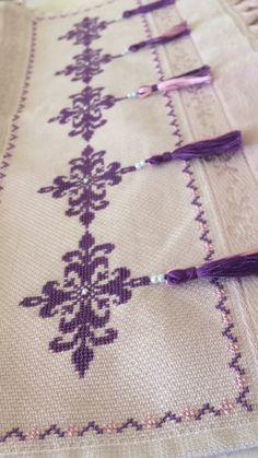 Cross Stitch Patterns, Hair Accessories, Canvas, Towels, Tela, Hair Accessory, Canvases, Counted Cross Stitch Patterns, Punch Needle Patterns