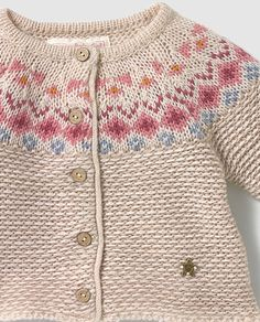 Chaqueta de bebé niña Brotes con jacquard Knitting Terms, Easy Knitting Patterns, Knitting For Kids, Baby Patterns, Baby Knitting, Boys Sweaters, Baby Cardigan, Baby Kind, Patch
