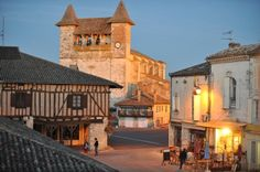 Villeréal-a bastide in Lot et Garonne. My favourite place in France Aquitaine, Belle Villa, Medieval Town, South Of France, Monuments, Places To Visit, Mansions, Architecture, House Styles