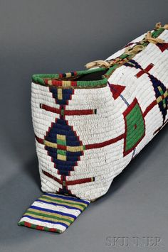 Колыбель, Лакота. В. Период 1870-х. А. Длина 29 дюймов.  American Indian & Ethnographic Arts - 2893B Бостон, май 2016. Skinner.
