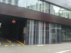 Fassade mit bedruckten Glas und Metallverkleidung, FIFA World Football Museum, gebaut von SAM Architekten(2016), Seestrasse 27,8002 Zürich,Schweiz #Metall #Glas #architektur #architecture #Glas #Metall