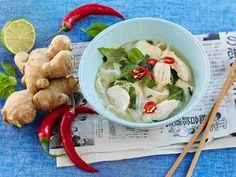 Vietnamilainen kanakeitto maistuu lempeästi mausteiselta.