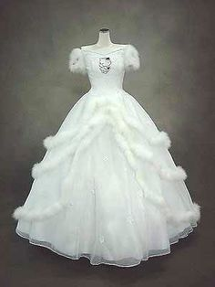 Hello Kitty Wedding Gown...may i never become this obsessed, or crazy, i'm pretty sure i'm already obsessed