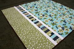 Next quilt backing? More artistic touch to a quilt while using up smaller or leftover pieces for the Quilting Tips, Quilting Tutorials, Machine Quilting, Quilting Projects, Quilting Designs, Sewing Projects, Backing A Quilt, Quilt Border, Quilt Top