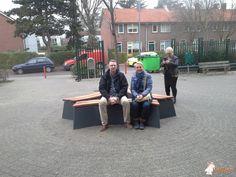 Betonbank DeLuxe Antraciet Ovaal bij CSG Calvijn Vreewijk in Rotterdam