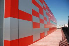 Detalle de fachada pixelizada de Nave Industial