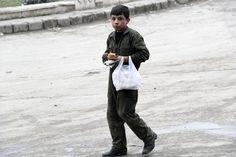 シリア政権、女性・子供のホムス退去認める 写真2枚 国際ニュース:AFPBB News