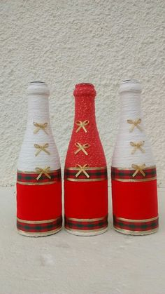 Bottle Painting, Bottle Art, Rope Crafts, Diy And Crafts, Yarn Bottles, Bottle House, Rustic Wine Racks, Christmas Crafts, Christmas Decorations
