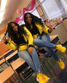 When your sister have same hair & same outfit with you will you feel the same good vibes Tag the @ if you know. Twin Outfits, Swag Outfits For Girls, Teenager Outfits, Girl Outfits, Cute Outfits, Bestfriend Matching Outfits, Matching Outfits Best Friend, Best Friend Outfits, Best Friend Couples
