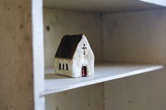 Église irlandaise miniature peinte kaolinà la par HomespunIreland, $25.00