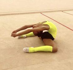 yoga inspiration yoga for beginners yoga poses vinyasa yoga yoga photography yoga for weight loss y Flexibility Dance, Gymnastics Flexibility, Flexibility Workout, Amazing Gymnastics, Gymnastics Videos, Pilates Workout, Exercise, Workouts, Vinyasa Yoga
