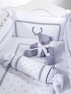 kit berço azul marinho provençal nobre Baby Crib Bedding, Baby Bedroom, Baby Cribs, Nursery Room, Kids Bedroom, Nursery Decor, Kid Beds, Baby Decor, Baby Sewing