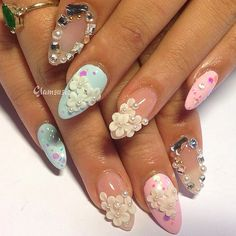 #ShareIG #nailart #nailswag #kawaii #japanesenailart #instanails Sweet Kawaii nails with hearts, blings and pearls