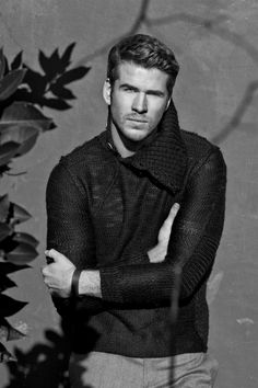 Photo of These 25 Sexy Liam Hemsworth Snaps Will Leave You Smitten Liam Hemsworth, Gale Hunger Games, Just Beautiful Men, Uk Photos, James Mcavoy, Leonardo Dicaprio, Book Characters, Britney Spears, Hollywood Actresses