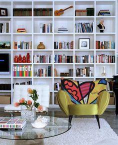 LOVE floor to ceiling book shelves