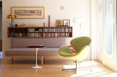 eero saarinen end table. Eero keeps popping up everywhere, now that I've made a presentation about him for college. O.o
