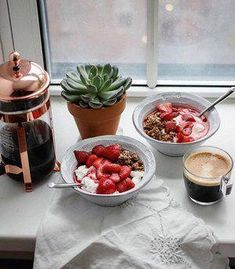 How To Bring Sustainable Living Into Your Life This Year - The Well Essentials - Healthy Recipes - Lifestyle Photography - Morning Breakfast Photography Beach, Breakfast Photography, Lifestyle Photography, Photography Women, Morning Photography, Photography Business, Landscape Photography, Food Photography, Superfood