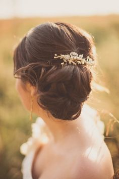 Love this hairdo // photo by Anna Jaye Photography