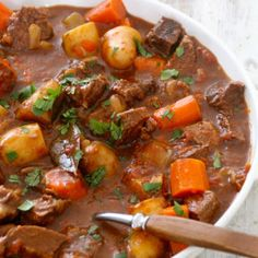 This site has pictures of recipes that look delicious. Mat på Bordet: One pot wonder - lettvint gryterett Beef Recipes, Soup Recipes, Dinner Recipes, Slow Cooker Recipes, Cooking Recipes, Healthy Recipes, Recipies, I Love Food, Good Food