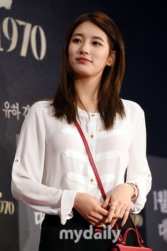 Miss A Suzy Kim Woo Bin, Jung Il Woo, Park Shin Hye, and many more attend star-studded Gangnam Blues premiere Star Fashion, Fashion Beauty, Girl Fashion, Bae Suzy, Korean Girl, Asian Girl, Korean Idols, Ulzzang Fashion, Korean Fashion