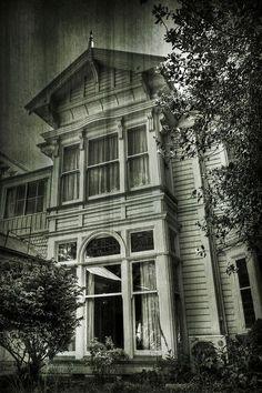 abandoned mansion by Mya Soul-Almas Góticas