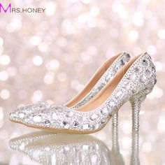 59.99$  Watch now - http://aliq6c.worldwells.pw/go.php?t=32594641795 - Perfect Bride Crystal Wedding Shoes Pointed Toe New Design Women Pumps Silver Rhinestone New Design Party Prom Heels Big Size