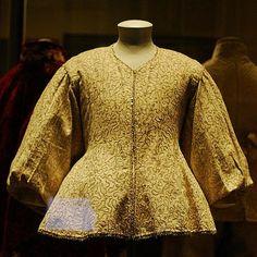 V Museum: Tudor shirt
