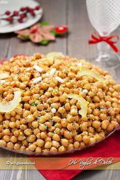 Struffoli napoletani ricetta originale e tradizionale Italian Desserts, Mini Desserts, Italian Recipes, Lemon Drop Cookies, Italian Christmas Cookies, Dog Food Recipes, Cooking Recipes, Pasta Maker, Italian Pastries