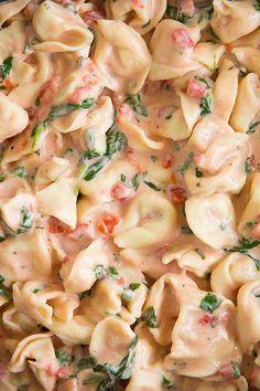 Creamy Spinach Tomato Tortellini - it's seriously delish!