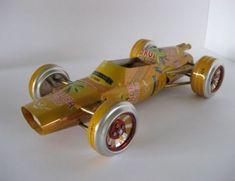 Inglês faz miniaturas de carros antigos com latas de cerveja