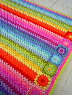 Granny Stripe Blanket Love the Granny Squares on the end!