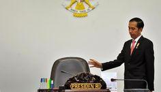Begitu Besarnya Perhatian Terhadap NKRI, Jokowi Hari Ini Keliling Laut Natuna, Adakan Rapat Di Atas KRI - Indo Headline News