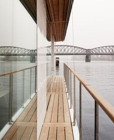 Czech architecture firm Atelier SAD recently unveiled an interesting modular prefab home, dubbed Port X, that can either be installed on the ground like a normal home, or float on the water like a houseboat. Prefab Homes, Modular Homes, Off The Grid, Outdoor Furniture, Outdoor Decor, Stairs, The Unit, Architecture, Modern