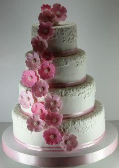 torturi-de-vis: Tort de nunta cu dantela si flori roz