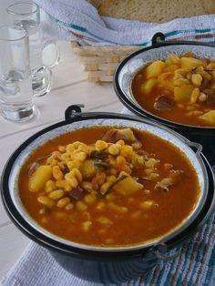 Aratók babgulyása My Recipes, Soup Recipes, Cooking Recipes, Favorite Recipes, Bulgarian Recipes, Russian Recipes, Hummus, Eat Pray Love, Chana Masala
