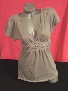 AMERICAN EAGLE GRAY V NECK SHORT SLEEVE SHIRT TOP SZ M #AmericanEagleOutfitters #KnitTop #Casual