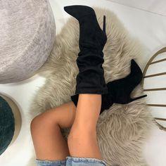 Cizmele Benina negre dispune de 20 % REDUCERE.  Marimi disponibile pe site - 36, 38, 39, 40. Materialul este piele ecologica intoarsa cu interior imblanit iar inaltimea tocului este de 12 cm. #cizmedama #cizme #cizmecutoc #cizmefemei Fur Slides, Sandals, Interior, Shoes, Fashion, Moda, Shoes Sandals, Zapatos, Indoor