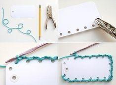 Criando suas etiquetas, você customiza e tem várias possibilidades para inovar. Diy Bookmarks, Handmade Gift Tags, Book Markers, Craft Show Displays, Scrapbook Embellishments, Vintage Tags, Crochet Gifts, Card Tags, Paper Cards
