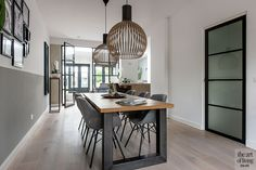Modern interior with bay window, Lifs interior design, lifestyle Source by brietjuhhhh New Living Room, Home And Living, Happy New Home, Modern Dining Table, Scandinavian Interior, Modern Room, Bay Window, Interior Design, Interior Modern