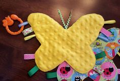 toy juguetes Items similar to Butterfly Minky Tag Toy - Baby Sensory Crinkly for Stroller Carseat Play on Etsy Baby Sewing Projects, Sewing For Kids, Sewing Toys, Sewing Crafts, Tag Blankets For Babies, Baby Gifts To Make, Dou Dou, Baby Sensory, Baby Crafts