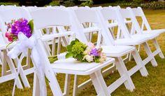 Witte houten klapstoelen te huur | In Style Styling en Decoraties