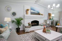 Sala de Estar Property Brothers - Buying&Selling - Season 2 - Mayra e Chris Property Brothers, Cozy Living Rooms, Beautiful Space, Cozy House, Great Rooms, Color Pop, Home Goods, Family Rooms, Hgtv