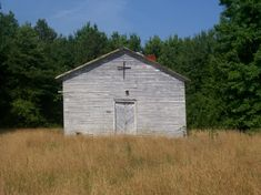 Courtland, VA : Old Church. I loved driving past this church! I was so sad to see it fell down!