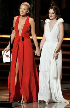 Blake Lively and Leighton Meester at the 2009 Emmy Awards This year's Emmy Awards are going down on Sept. and we're gearing up for the biggest night in TV with a look back at the show's best moments from the past. Gossip Girl Blair, Gossip Girls, Gossip Girl Cast, Mode Gossip Girl, Gossip Girl Outfits, Gossip Girl Fashion, Blake Lively Gossip Girl, Gossip Girl Dresses, Leighton Meester