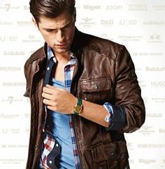 love the blues, reds and brown of the outfit