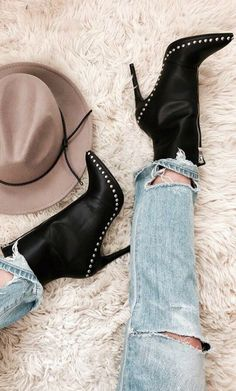 BLACK SILVER STUDDED BOOTIES