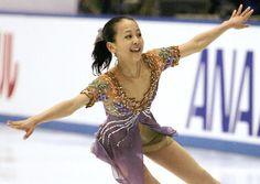 2004年の全日本選手権女子フリーで演技する当時14歳の浅田真央選手。薄紫の衣装はかつて、伊藤みどり選手が着ていたものだった(2004年12月26日、鈴木竜三撮影) (500×355) http://sp.yomiuri.co.jp/komachi/project/cafe/20161107-OYT8T50083.html