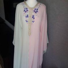 Butterfly with2 colors   #قفطان_مغربي#قفطان#فراشة#غندورةة#نفنوف#ربيع#صيف#السعودية#الامارات#قطر#ادالخليج#البحرين#دبي #المغرب#فاشنيستا#فاشن  #caftan#caftanstyle#gandourish#faracha#usa#ksa#uae#kuwait#doha#qatar #order#followme#fashionista#fashionistagram